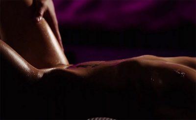 как массажистки эротического массажа салона Акватория владеют своим язычком